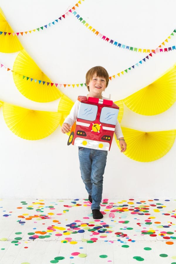 Disfraz camión de bombero con bolsa de papel