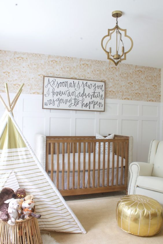 Habitaciones de bebés con cuna de madera natural