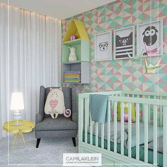 Habitación de bebé en rosa y mint