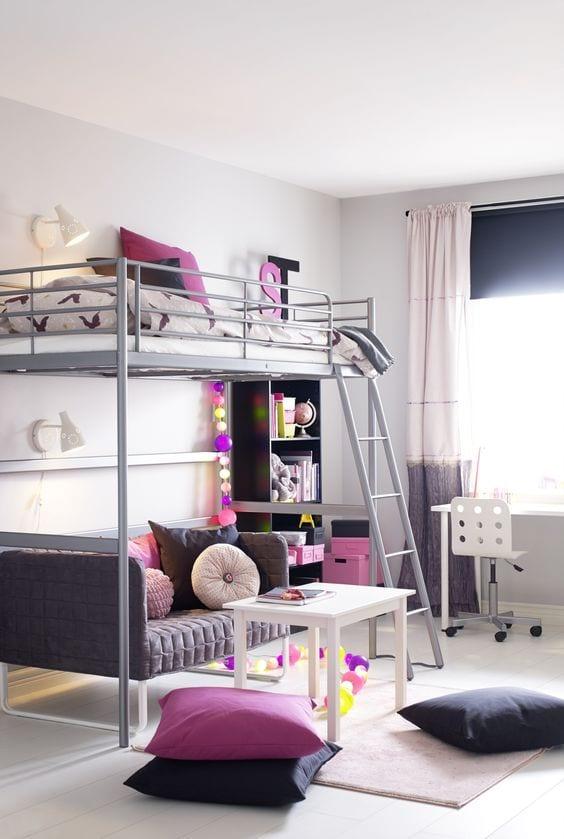 Sofá cama en el dormitorio juvenil