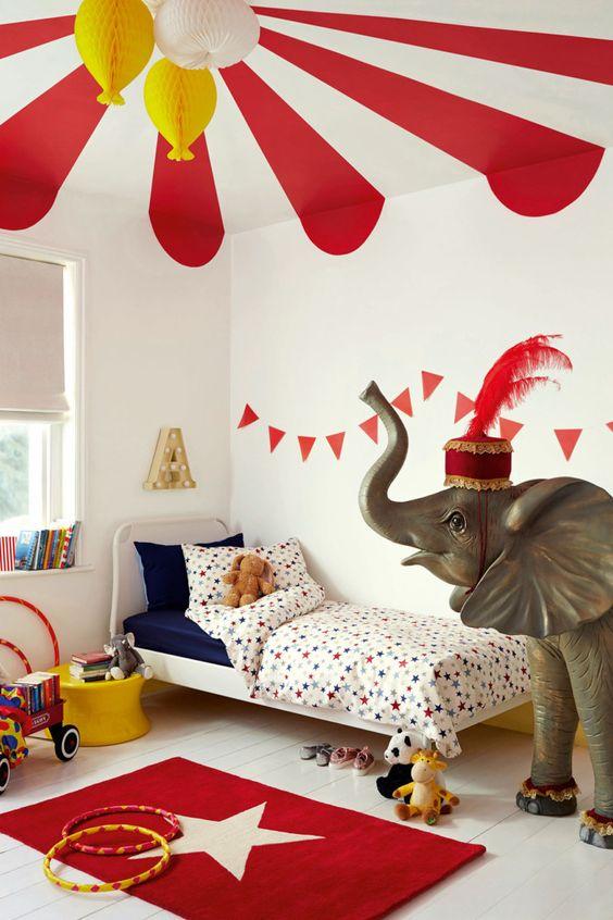habitación infantil blanca y roja