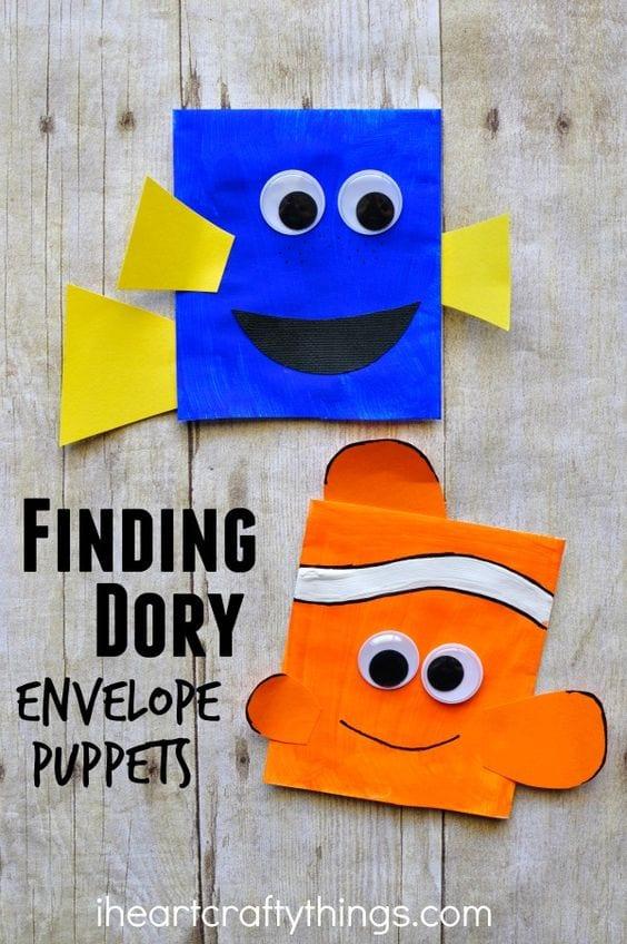 Marionetas con sobres de papel