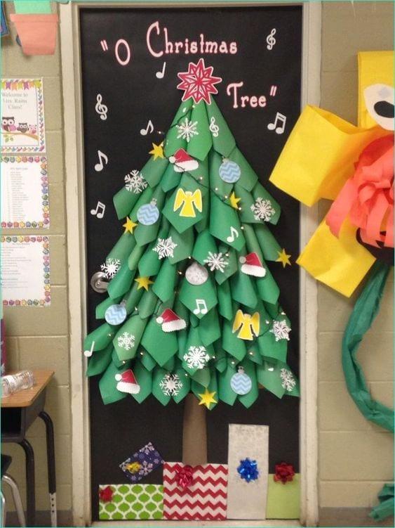 Decoración navideña para puertas del colegio